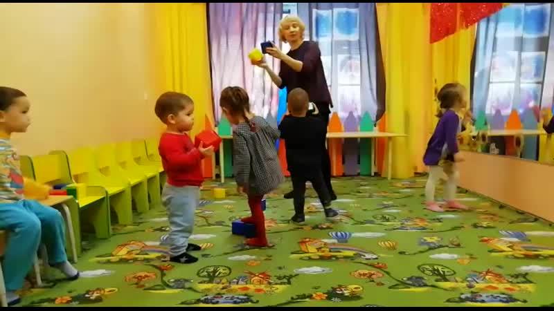 В детском саду отбиваем ритм с помощью кубиков