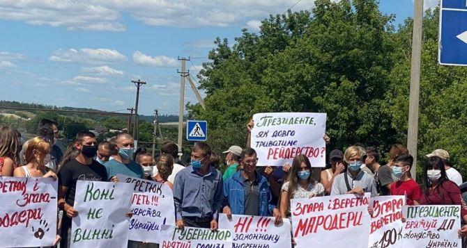 В Луганской области работники заводов перегородили автотрассу