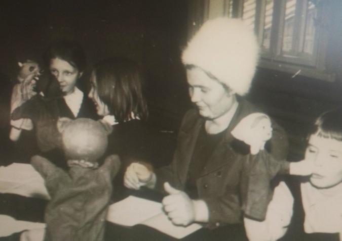 1972-1981 гг. Озорнина Ирина Фоминична, директор и руководитель кукольного кружка.