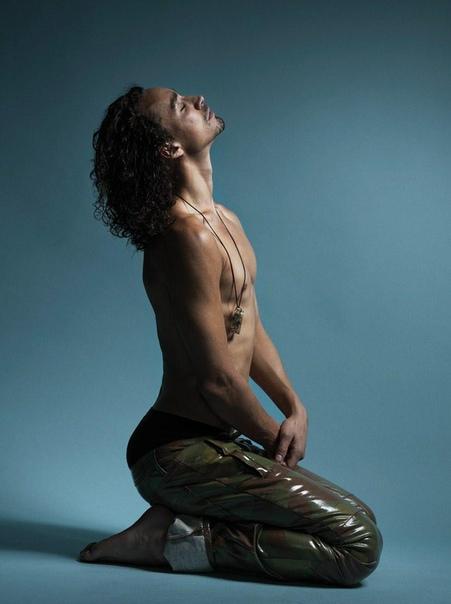 Звезда «Академии Амбрелла» Роберт Шиэн в фотосессии для свежего выпуска Attitude Джозеф Синклэйр