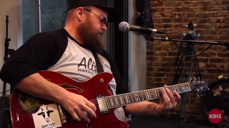 Mark Porkchop Holder Shake em on Down Live at KDHX 41518