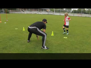Футбольные упражнения для детей на технику, координацию и перемещения.