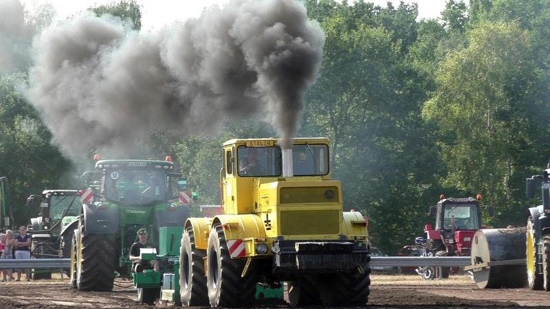 Советский трактор K 700 КИРОВЕЦ против всех Soviet tractor K 700 KIROVETS against all