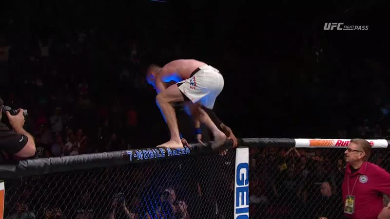 Gaethje heems himself off the fence