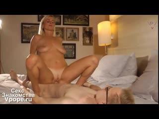 Зрелка согласилась сняться в порно с молодым и не опытным (Порно со зрелыми, mature, MILF, Мамки) 18+