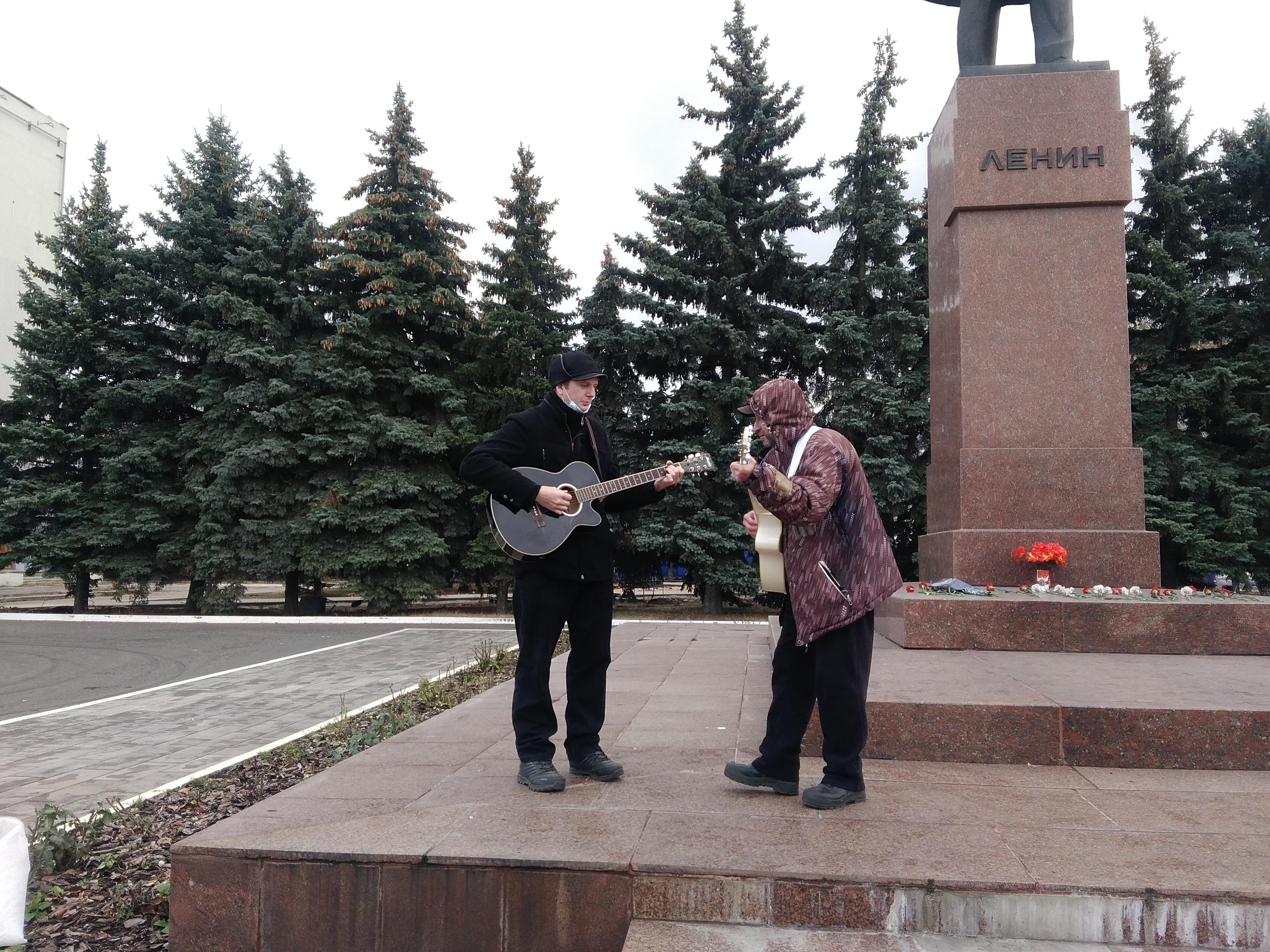 Автопробег с красными флагами в Сызрани 7 ноября