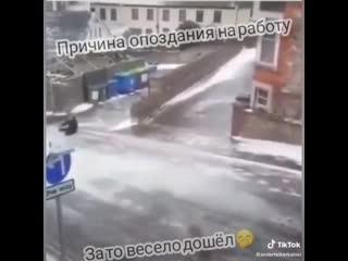 Смоленск  18 ноября 2020 г. Именно так я сегодня вечером добирался до дома. В Смоленске ледяной апокалипсис. Будьте осторожны