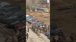 Военный оркестр поздравил ветерана. неожиданная концовка выступления.