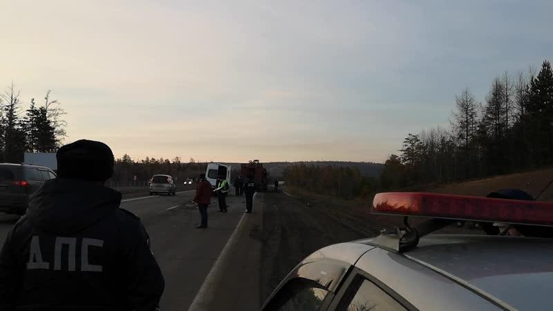 Четверо человек пострадали в аварии с маршруткой и грузовиком в Братске