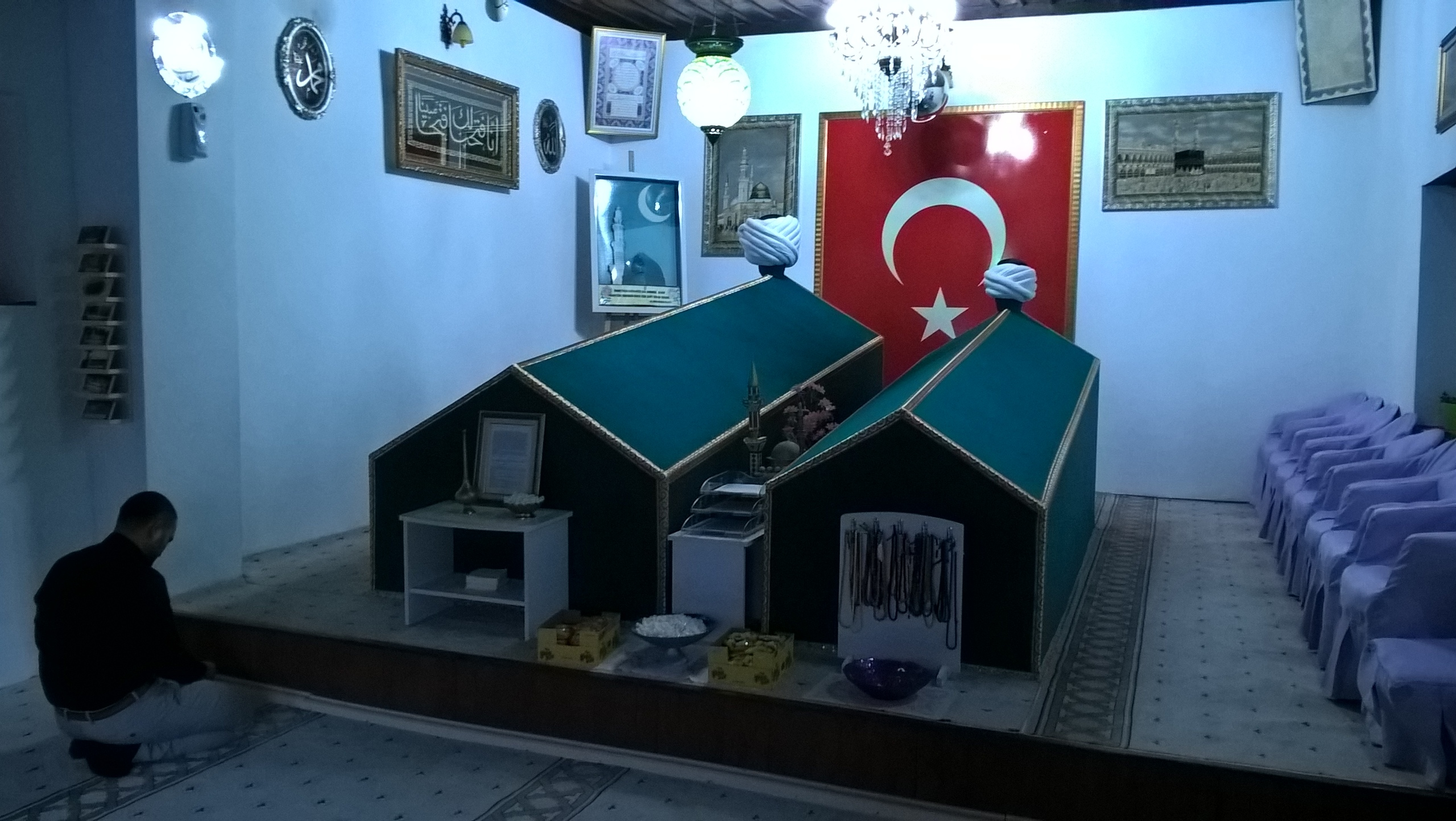 мусульмане любят молиться и просить у некоторых мусульманских гробниц