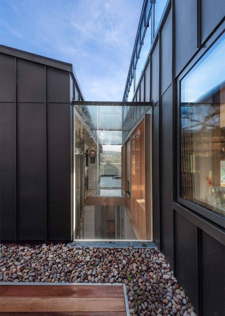 British studio Bennetts Associates has completed a house in a historic English town