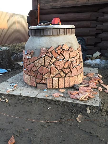 Тандыр отделанный шамотной плиткой.