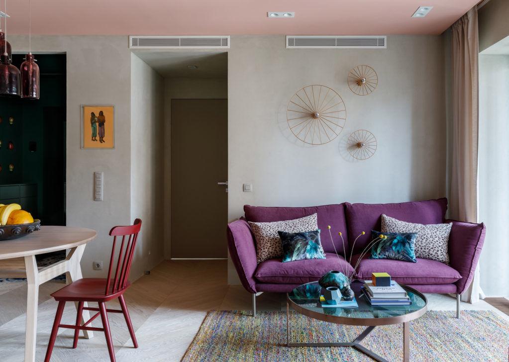 Московская квартира с цветными потолками по дизайну Киры Чувелевой || 01