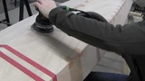 Bau eines Holzkajaks. Lektion 12 Den Rumpf spachteln und schleifen