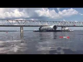 Дело — труба: баржа для Амурского ГХК не смогла пройти под мостом Благовещенска