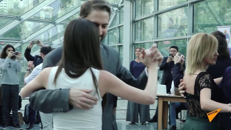 Двери закрываются следующая станция Танго горячие латинские ритмы в метро Баку