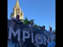 "Гвардиола бросил пиво фанату ""Ман Сити"" во время чемпионского парада"