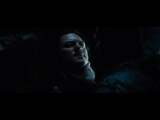 Влад выпил крови вампира. Момент из фильма Дракула (2014)