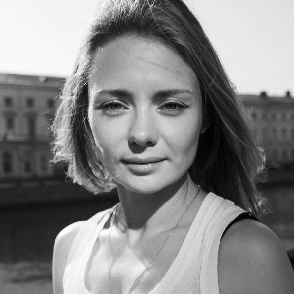 Очарование ч/б фотографий и Карины Разумовской ???? Узнали...