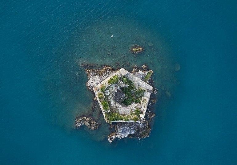 Башня Скола в заливе Поэтов, изображение №3