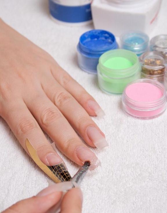 Солнечные ногти - это подкатегория акриловых ногтей.