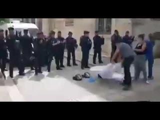 Франция- полиция и врачи встали за народ !