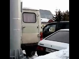 В Чкаловске перекрыли машинами сотовую вышку, потому что боятся излучения