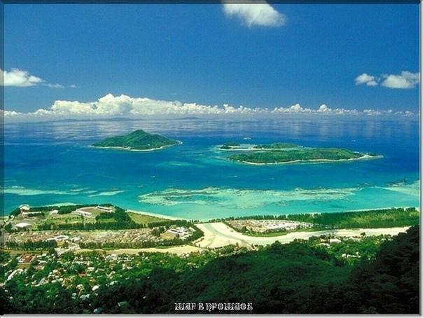 10 САМЫХ МАЛЕНЬКИХ СТРАН В МИРЕ 1. Мальдивы.Островная страна Мальдивская Республика расположена в Индийском океане и по площади является самой мелкой Азиатской страной. Площадь страны 298 кв.