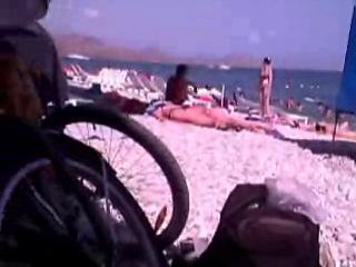 Гуляли по пляжу, а потом решили устроить куни с еблей и камшотом