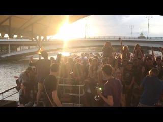 Plush fish на ска-панк корабле 2014 по москве-реке.этот город.