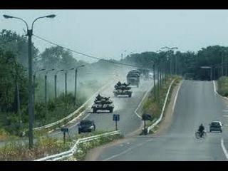 Енакиево: Колонна Танков Т64, САУ 2С1 с флагом РФ едут на Донецк! Украина новости сегодня