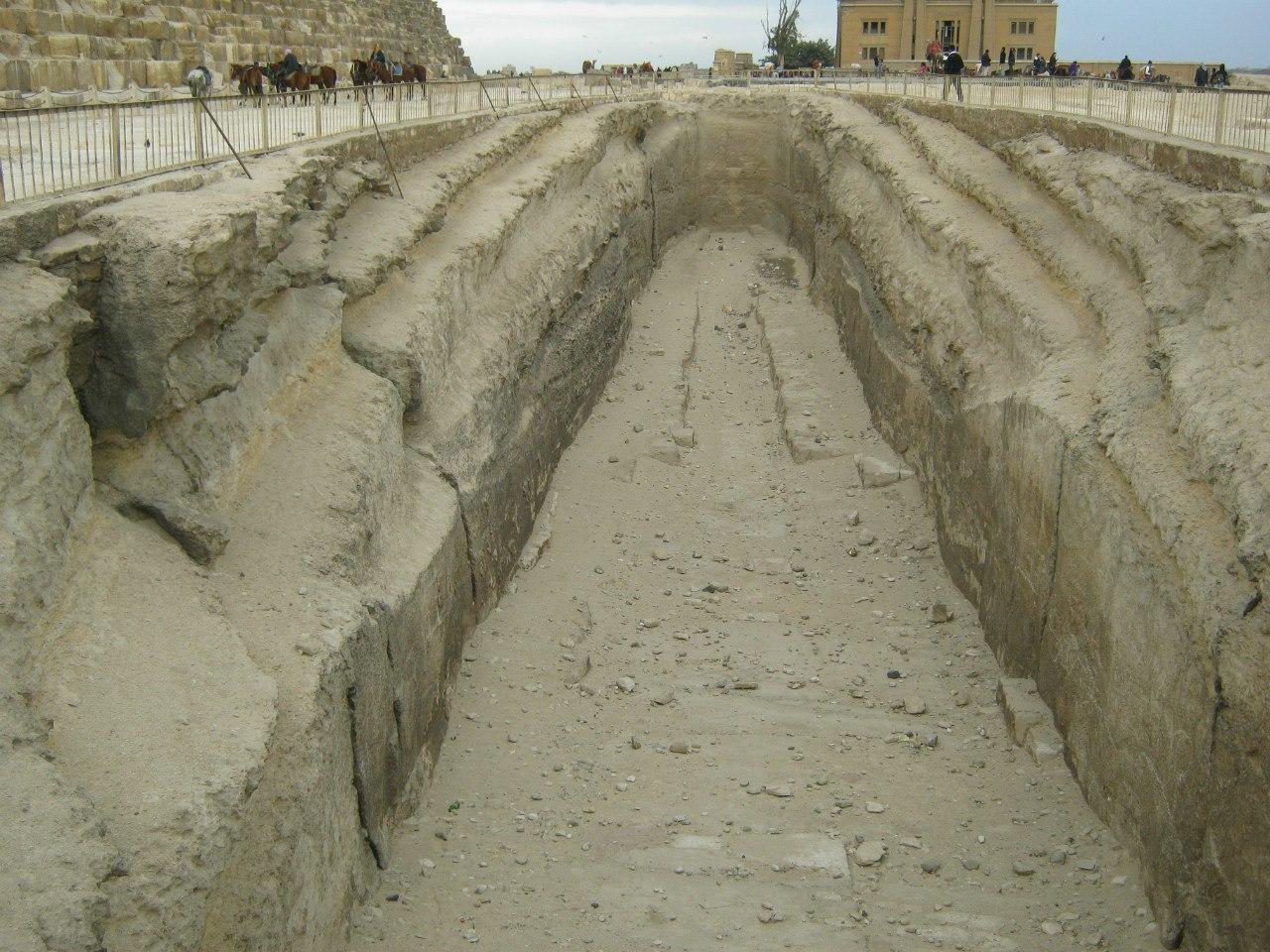 Лодочные ямы в комплксе пирамид Гизы