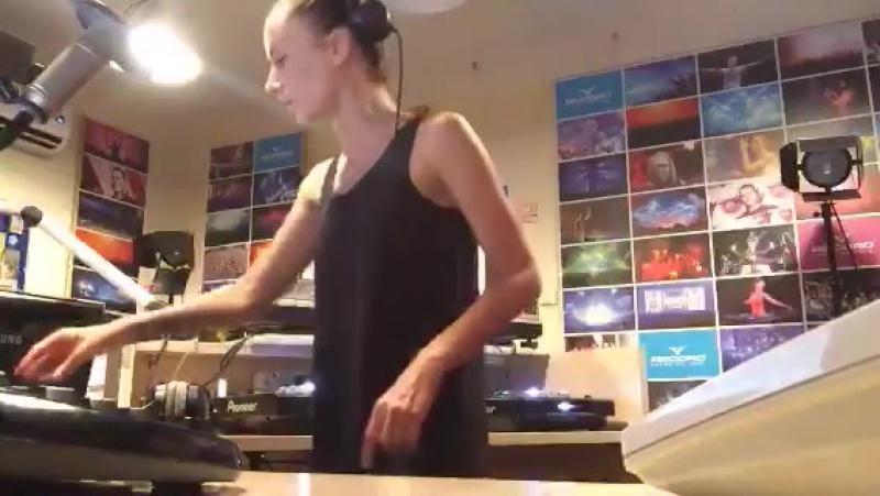 Lady Waks In Da Mix 376 Periscope TV