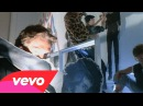 Daryl Hall John Oates - Out Of Touch (Official Video)