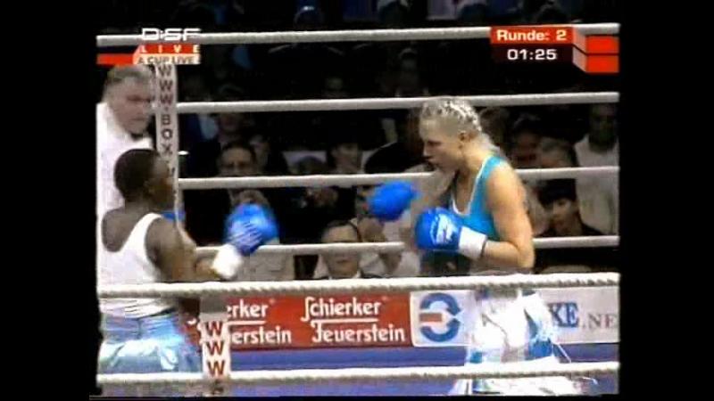2005-10-29 Natascha Ragosina vs Monica Mwakasanga (vacant WIBF Super Middleweight Title)