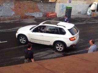 BMW X5 прыгнула с трамплина, на съемках фильма Максимальный удар