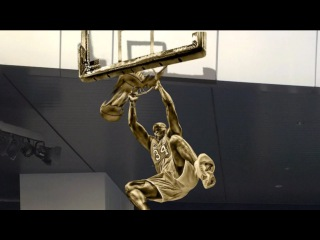 Shaq's Dunks of The Week & His Laker Statue - (Feb 3 - 2016)