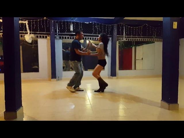 Bailando cumbia con Abraham Vicencio
