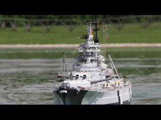 The Largest BISMARCK RC 1/72 scale (3,48 mts - 11,4 ft) FIRING