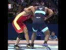 Потрясающий борец, показывает яркую борьбу🏆