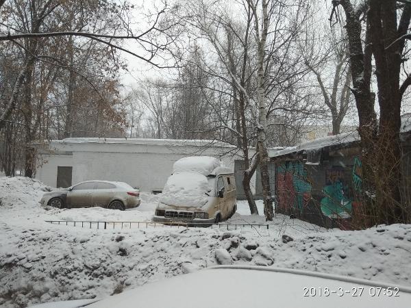 Во дворе на Флотской освободили парковочное место
