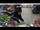 Грабитель с пистолетом и гранатой ворвался в магазин и никого не напугал [NR]