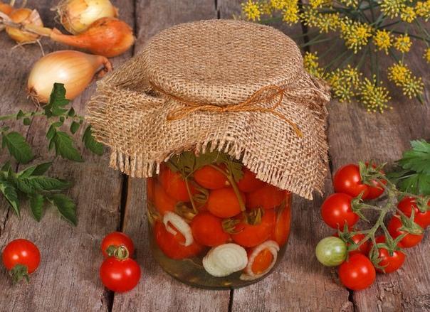 помидоры в желатине на зиму: необычный рецепт хозяйке, знакомой с соленьями и консервацией не понаслышке, известно, что далеко не каждый помидор годится стать частью закатки. мариновать помидоры можно только целиком – иначе они расползаются по всей