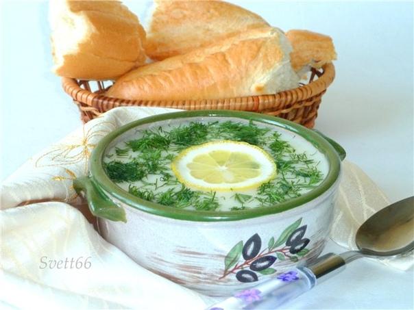 греческий рисовый суп авголемоно греческий лимонный суп - это идеальный летний суп: сытный и легкий одновременно. после него нет ощущения тяжести, а вкус лимона дарит свежесть и бодрость. ингредиенты бульон куриный – 1 л рис - 100 г яйцо куриное