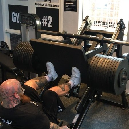"Jens The Beast Dalsgaard on Instagram: ""Nice and easy leg work! Had a injury in my right leg for some time now, feels good to be back moving weig..."