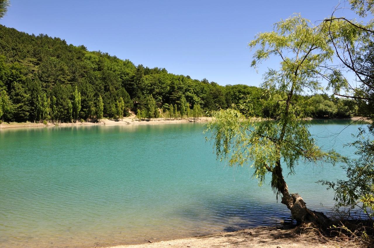 Бирюзовое озеро. В крым на две недели
