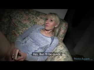 Напросился к блондинке в гости и заплатил ей за интим