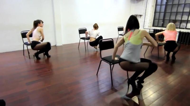 Сексуальные длинноногие девушки в колготках танцуют еверкинг секс ножки женщины twerking sex legs women pantyhose footjob jerk