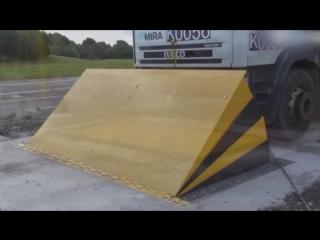 Barrier for forced stop of trucks, crash test.mp4