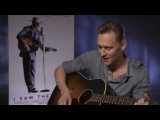 Tom Hiddleston shows off his IMPRESSIVE vocals as he plays a Hank Williams classic